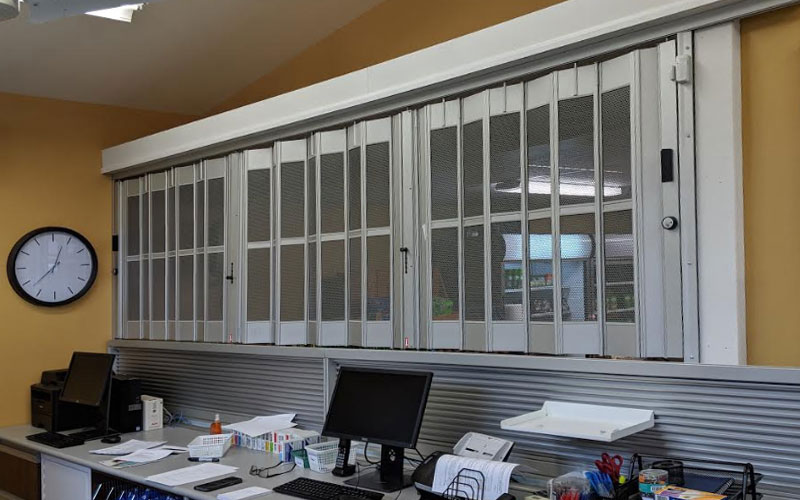 Folding doors commercial sliding folding doors for Commercial accordion doors interior